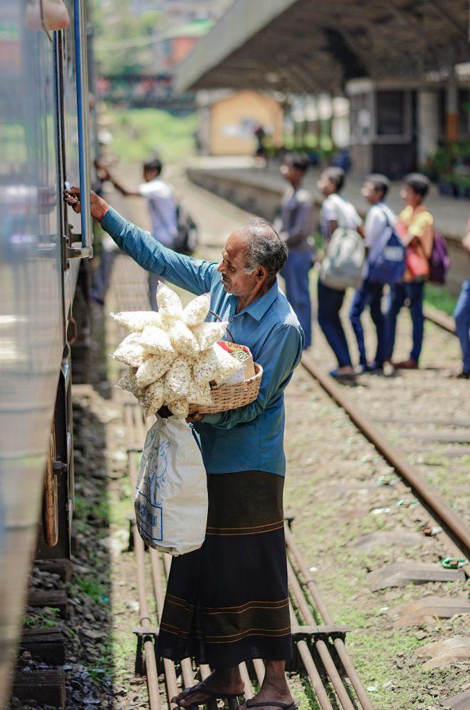How to travel on Sri Lanka's most beautiful railway-A man selling food on sri lanka's railway
