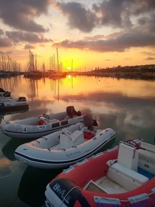 A BEAUTIFUL SUNSET IN THE MARINA IN SICILY