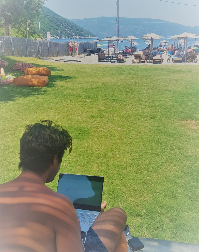 Using the internet at sea from a beach bar
