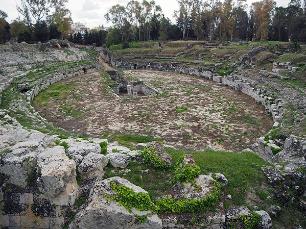 Visiting Syracuse's archaeological park-the roman amphitheatre ruins