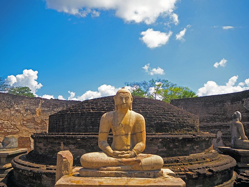 Sightseeing a buddhist statue on a 5 days in sri lanka tour