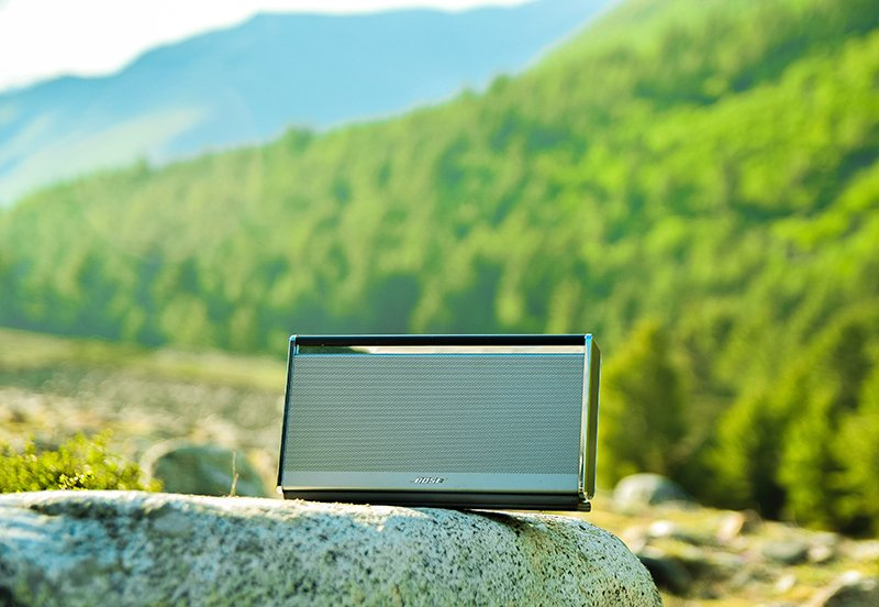 A RUGGED OUTDOOR SPEAKER FOR A BOAT