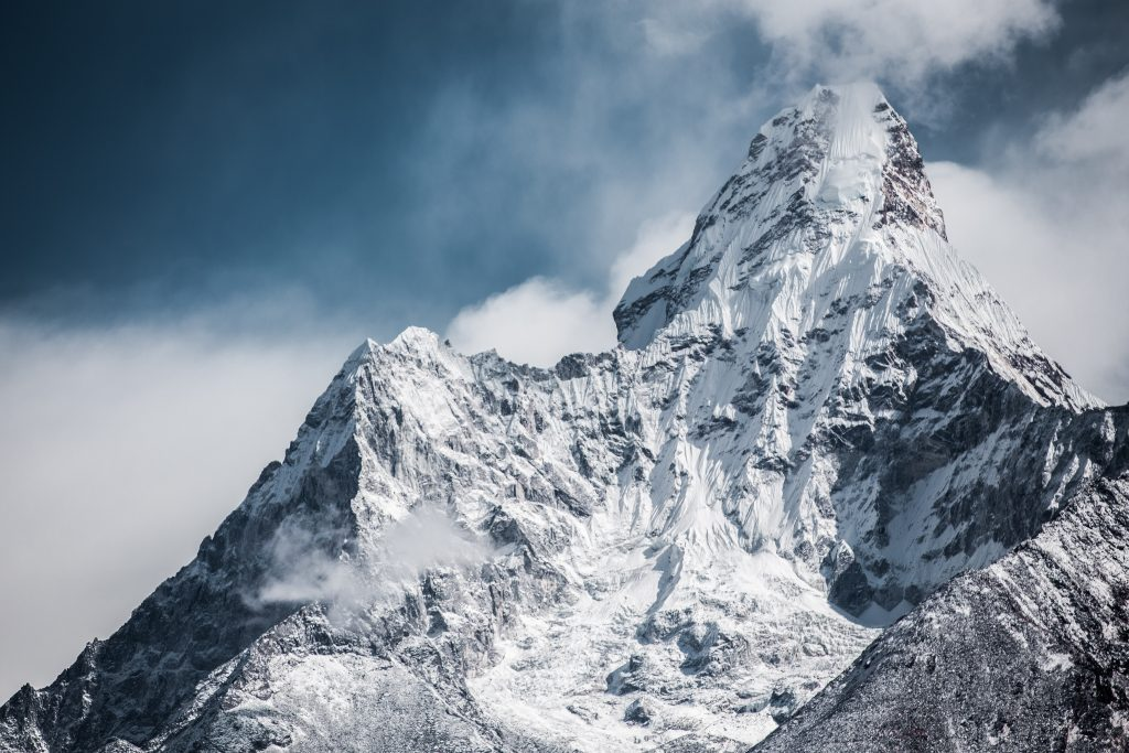 ADMIRING EVEREST MOUNTAIN WHILE BACKPACKING NEPAL