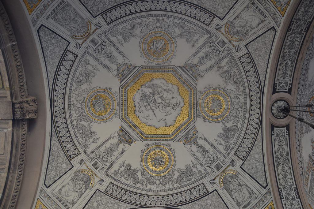 AN ORNATE CEILING IN AN OPERA HOUSE