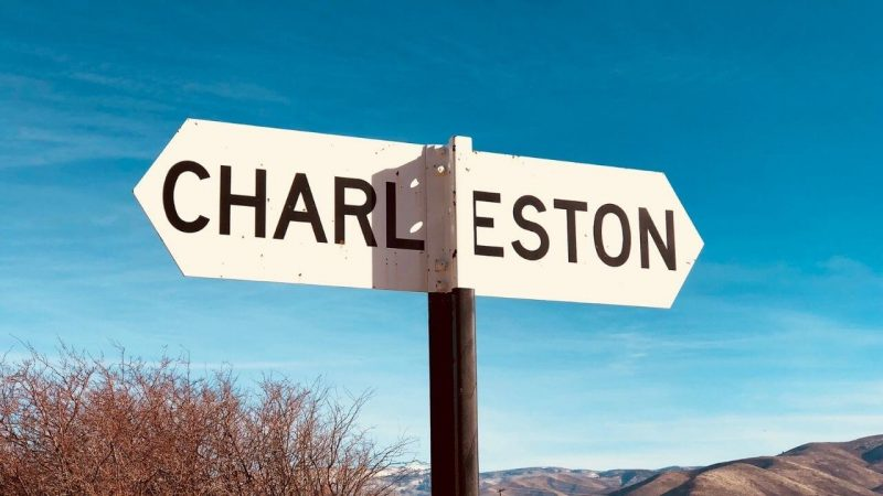 a sign post showing the way to the best things to do in charleston