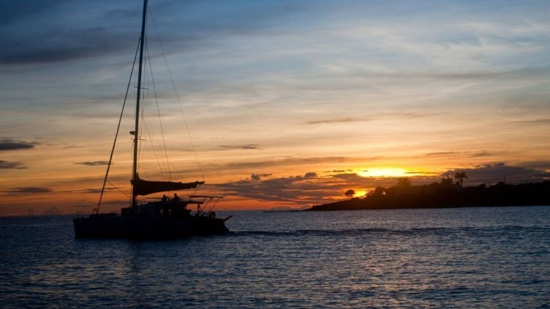 a private charter sail in charleston in the evening