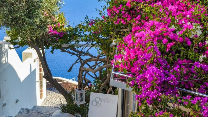 one of the best places to stay in santorini
